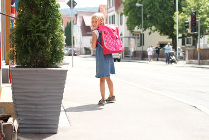 Wat doe je als je kind van 5 jaar alleen van school naar huis wil lopen? Sta je dit toe en zeg je dat ze het niet kan of mag.