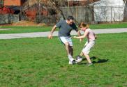 winnen of verliezen bij spel en spelen vader voetbalt met dochter